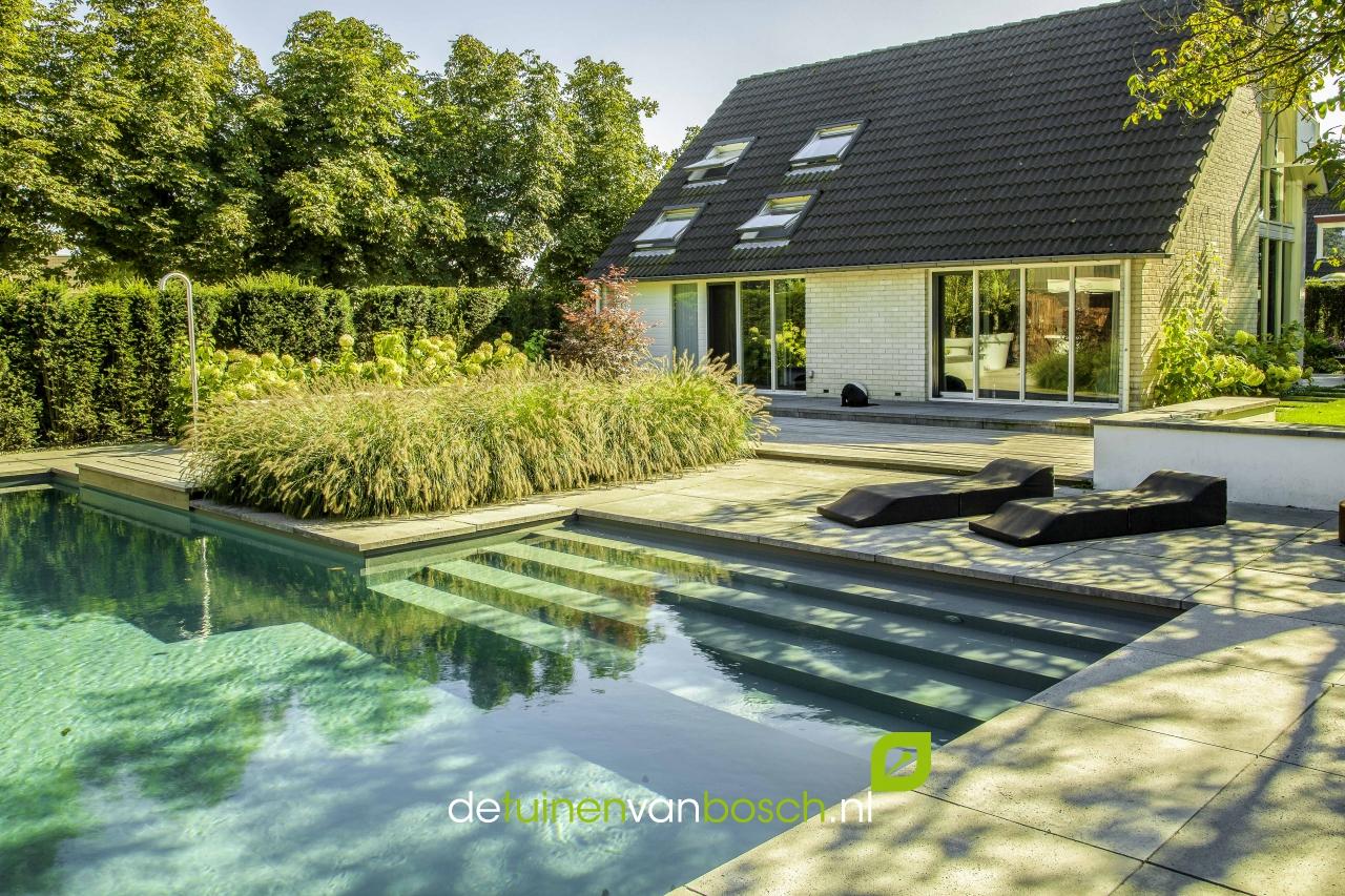 Wellnesstuin met zwembad jacuzzi twello gld for Moderne tuin met jacuzzi